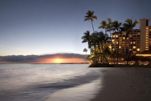 夕方はビーチに出て美しいサンセット。心に刻み込まれる美しさ